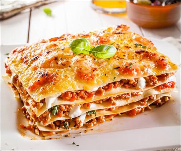 Les premières lasagnes datent du XIIIe siècle et à cette époque, on n'utilisait pas de tomates.