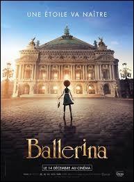 La première fois que Félicie entre dans l'Opéra de Paris, par qui se fait-elle attraper ?
