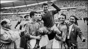 Qui a remporté la première Coupe du monde de football en 1930?