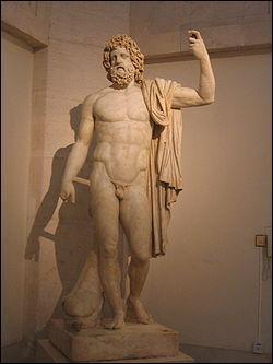 Le dieu des Mers et des Océans, ainsi que du règne aquatique, il est l'équivalent de Poséidon chez les Grecs.