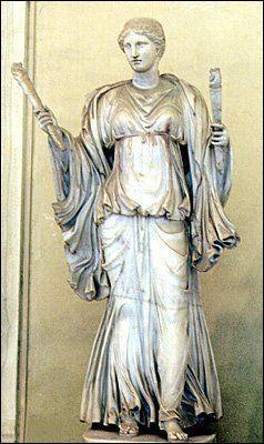 Elle est la déesse vierge du foyer. Elle est le symbole de la fidélité.