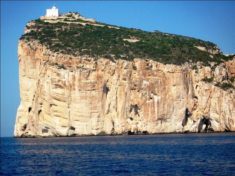 Cette impressionnante falaise se situe sur la côte ouest, à proximité de la ville d'Alghero. Quel est son nom ?
