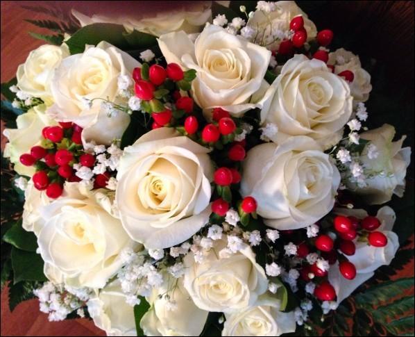 """Et voici le bouquet final : Dans quelle comptine célèbre entend-on """"J'ai perdu mon amie sans l'avoir mérité, pour un bouquet de roses que je lui refusais"""" ?"""