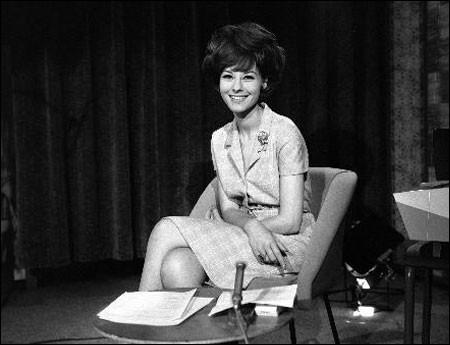 En 1964, qui est cette speakerine qui fait ses débuts sur le 2e chaîne de la R T F ?