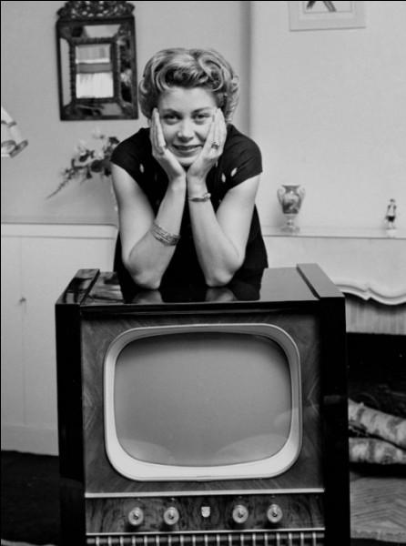 En mai 1949, apparaissait la première speakerine sur le petit écran :