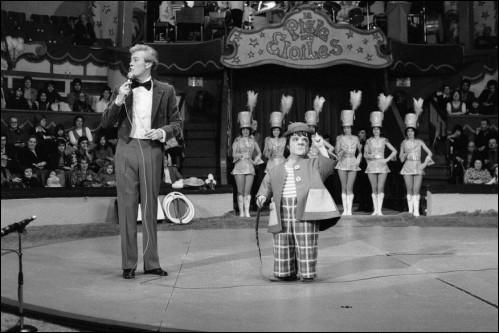 En mars 1954, spectacle assuré avec la première Piste aux étoiles présentée par Monsieur Loyal :