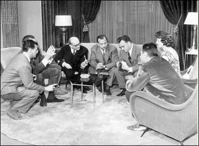 """Enfin en 1959, l'émission d'Igor Barère a un grand succès. Par qui """"Cinq colonnes à la Une"""" était-elle présentée ?"""