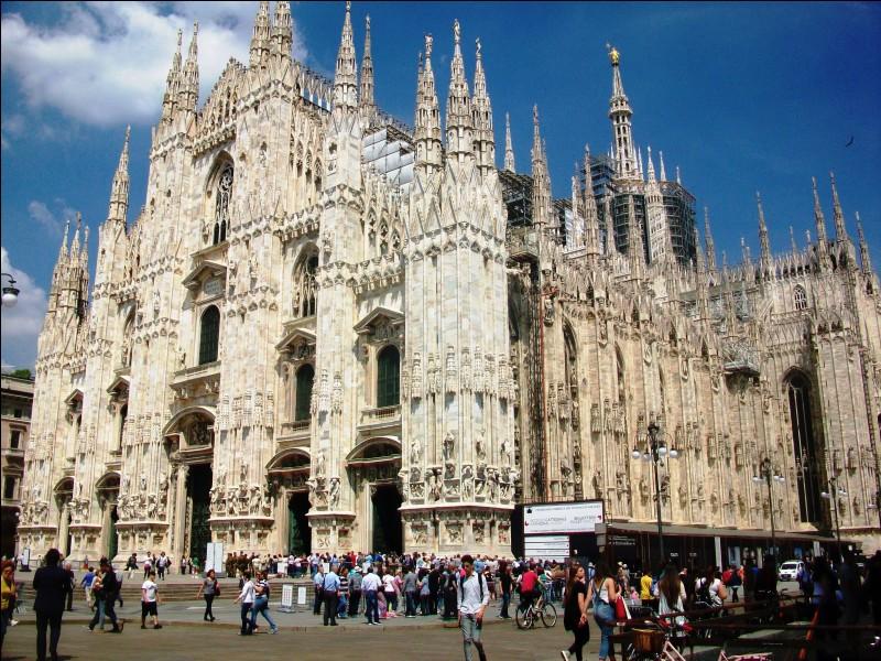 Parmi ces grandes villes italiennes, laquelle est la plus proche (à une bonne heure de route) du lac Majeur ?