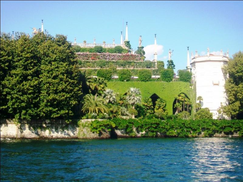 Le lac Majeur est situé à cheval entre la Suisse et l'Italie. Quel canton suisse borde-t-il ?