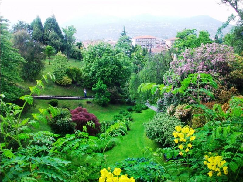Quelle est cette villa, située sur la commune de Pallanza, dont les somptueux jardins accueillent un grand nombre de visiteurs ?