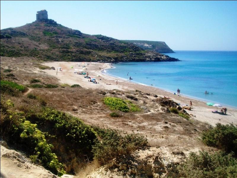 Direction l'Italie avec la plage d'Oristano. Dans quelle région se situe-t-elle ?