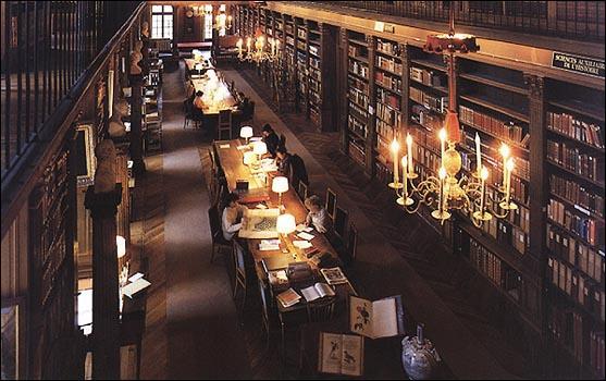 Qui est la bibliothécaire de Poudlard ?