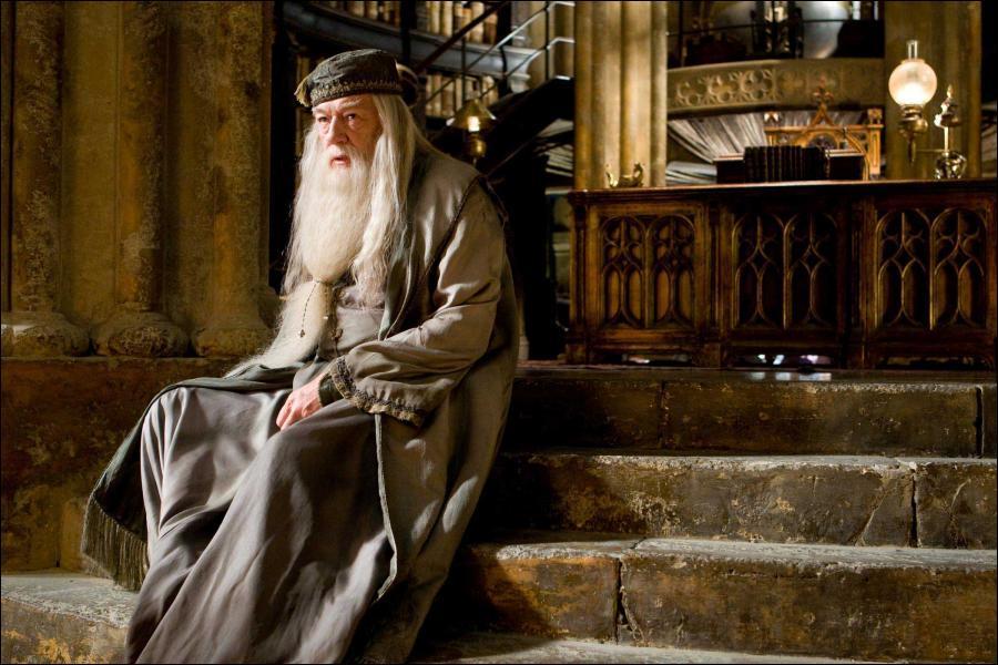Par quoi est gardé le bureau de Dumbledore ?