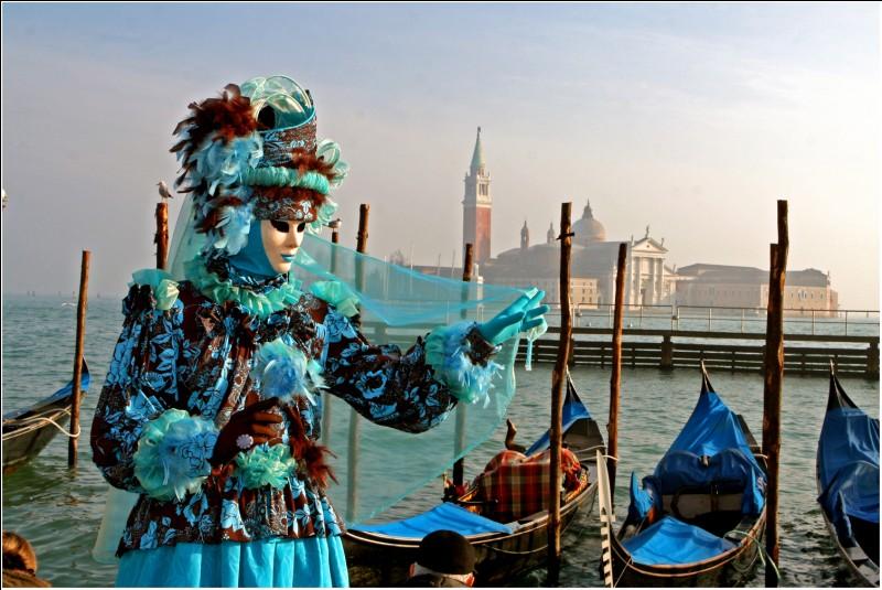 Cette ville est très célèbre pour ses ponts et ses carnavals.