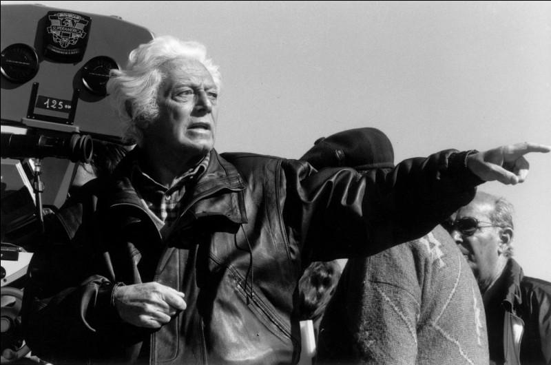 Fils de médecin, il débuta une carrière en se spécialisant en psychiatrie tout en écrivant des critiques de cinéma. Il est l'un des grands réalisateurs de comédies à l'italienne.Dino Risi n'a pas réalisé :