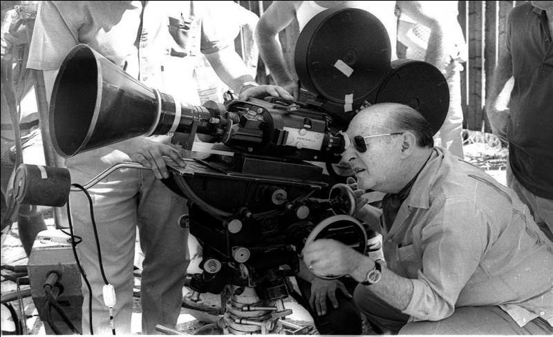 Ce réalisateur fut un pilier du néoréalisme italien. Il eut, en 1956, François Truffaut comme assistant réalisateur. Il fut marié à Ingrid Bergman.Roberto Rossellini n'a pas réalisé :