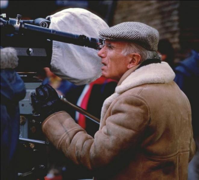 Il passa une partie de sa scolarité dans un lycée d'Agen. Il fit des études d'architecture à Milan puis fut critique de cinéma avec de commencer son parcours de réalisateur.Luigi Comencini n'a pas réalisé :