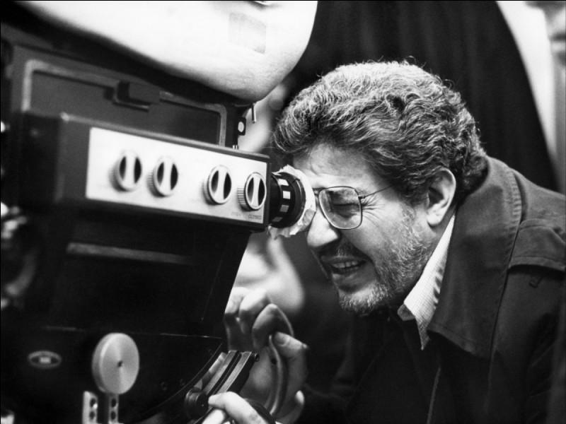 Il étudia le droit avant de travailler comme dessinateur de presse. Ses films oscillent entre farce, désenchantement et mélancolie.Ettore Scola n'a pas réalisé :