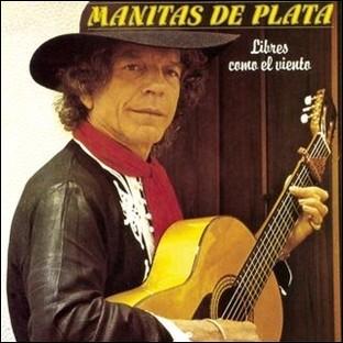"""M - Le célèbre guitariste de flamenco """"Manitas de Plata"""" a sa statue devant la mairie de Sète, sa ville natale."""
