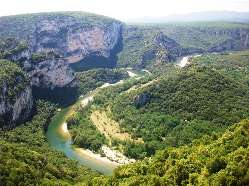 L'Ardèche présente encore une autre particularité pour la France métropolitaine. Laquelle ?