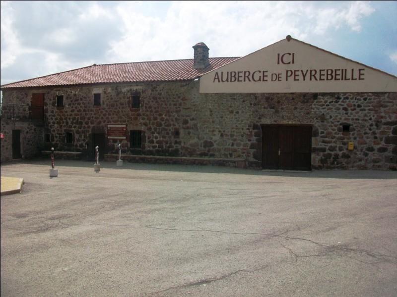 Voici l'auberge de Peyrebeille, dans les Cévennes. Grâce à quoi celle-ci a-t-elle acquis sa notoriété ?