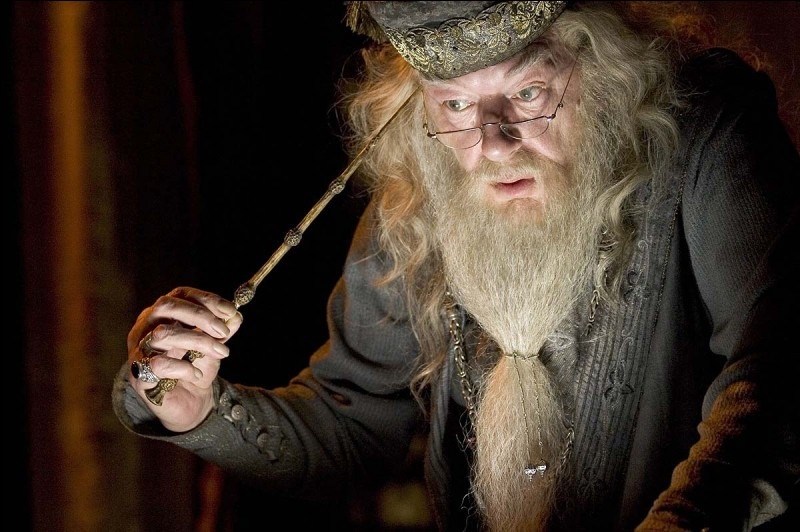 Comment Dumbledore s'appelle-t-il ?