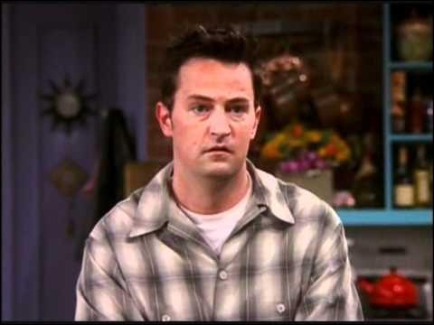 Pourquoi les amis de Chandler se moquent-ils de lui ?