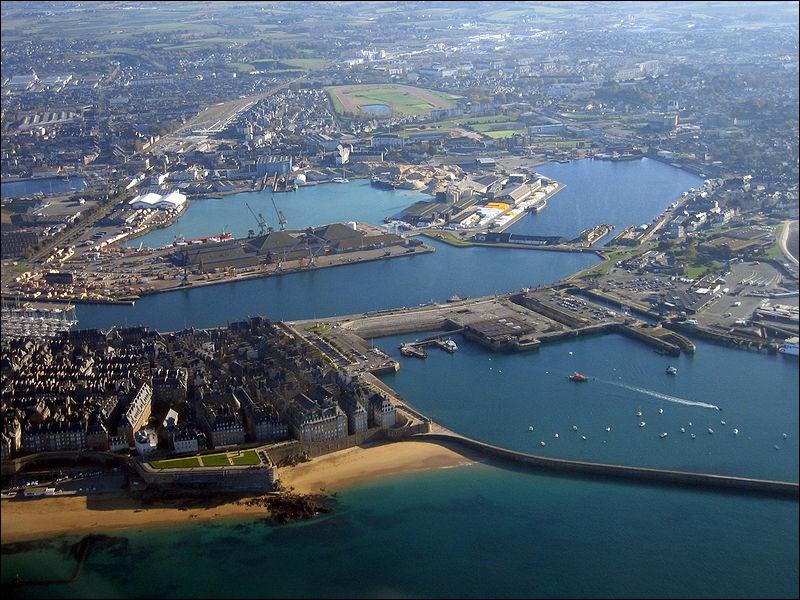 Ville d'Ille-et-Vilaine, mon port est le plus influent de Bretagne, quelle ville suis-je ?
