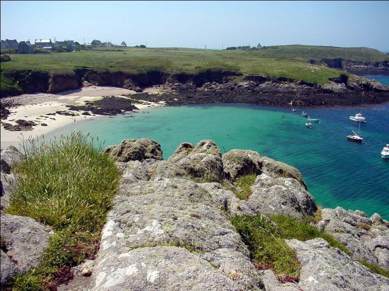 Laquelle de ces îles bretonnes observe-t-on sur cette photo ?