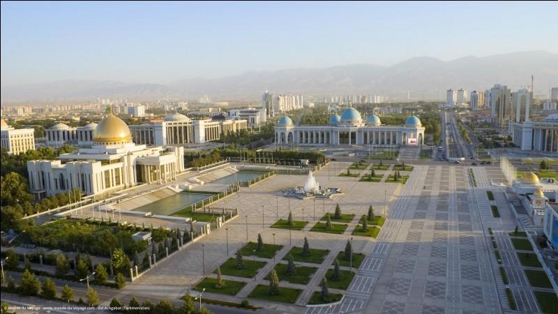 """Achgabat - Dans le nom de la capitale, que signifie """"Achg"""" en langue persane ?"""