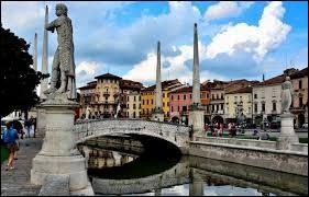 Est-ce l'Italie a une ville du nom de Padoue dans son pays ?