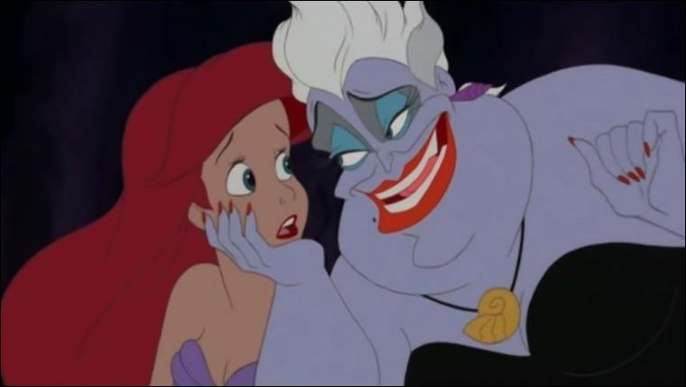 Quelle horrible sorcière prépare une potion pour qu'Ariel ait des jambes et des pieds ?