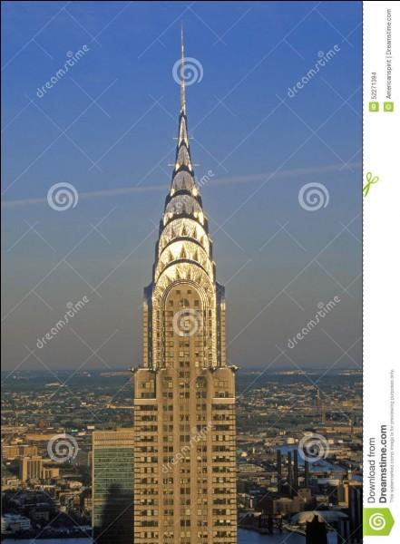 Cette grande structure a été construite par l'architecte William Van Alen. Sa construction s'est faite entre 1928 et 1930. Londres, Paris ou New York ?