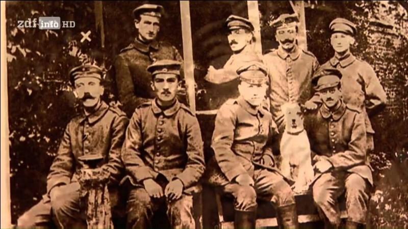 Durant la Première Guerre mondiale, quel grade occupait Hitler ?