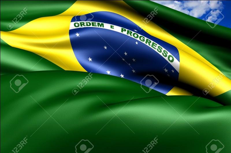 Quel joueur brésilien est reconnu comme étant le meilleur de tous les temps ?