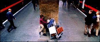 Citez la raison pour laquelle Harry et Ron ne parviennent pas à traverser le mur.