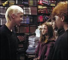 Comment Harry et Ron interrogent-ils Drago ?