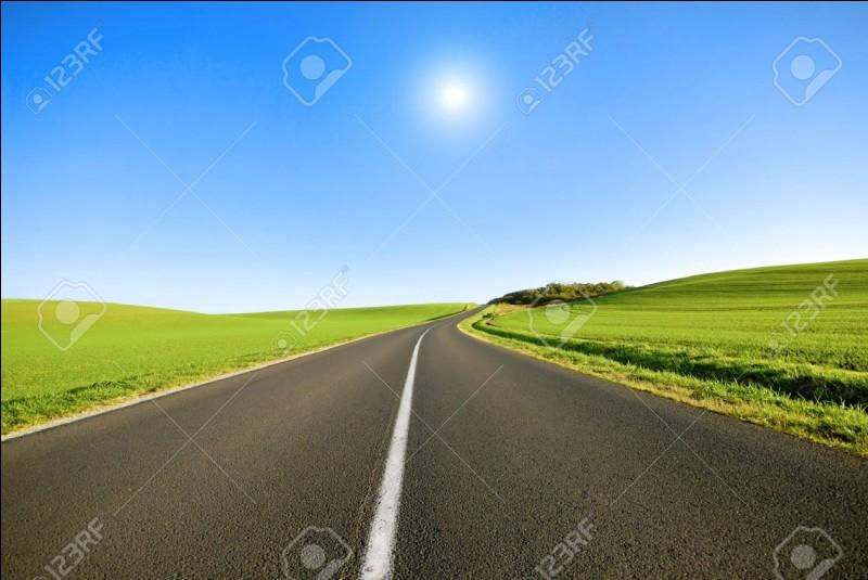 Vous circulez sur une route comme celle-ci. Lesquelles de ces propositions sont exactes ?