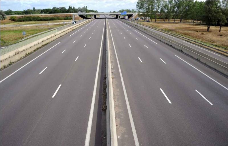 Vous circulez sur une autoroute. La visibilité est inférieure à 50 mètres à cause du brouillard. Quelle est alors la vitesse maximale ?