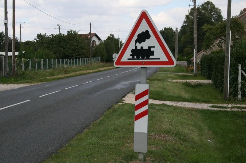 À quelle distance est la voie de chemin de fer sur l'image ci-contre ?