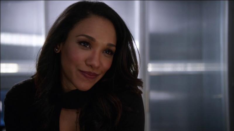 Comment Iris surnomme-t-elle Flash au début ?