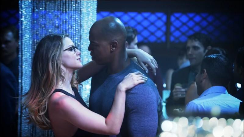 Dans quel épisode James et Kara sont-ils officiellement en couple ?