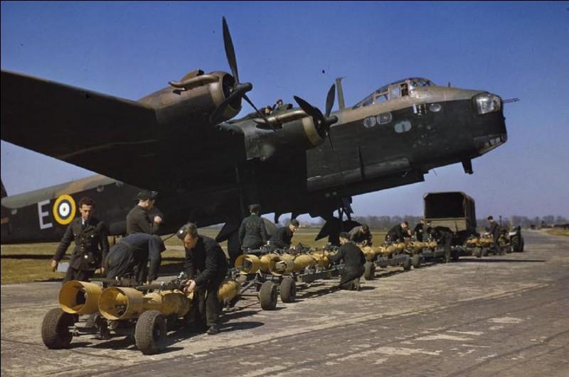 Bombardement allié sur une des principales villes allemandes, l'Opération Gomorrah se déroula du 25 juillet au 3 août 1943 et tua 45 000 civils allemands. Il a eu lieu à...