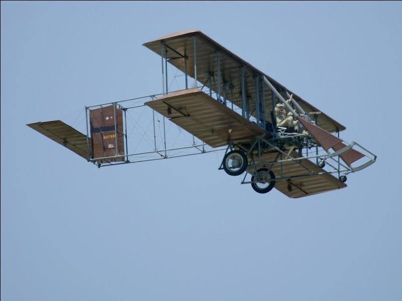 """Nous sommes un duo qui aurait """"inventé le premier avion couronné de succès"""". Nous sommes américains. Nous sommes des chercheurs, concepteurs et pionniers dans l'aviation. Nous sommes..."""