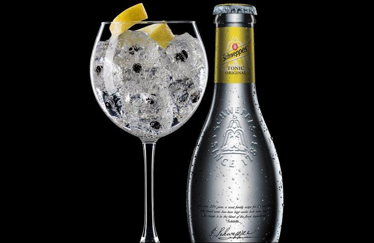 Qu'obtiendrez-vous en mélangeant du schweppes et du gin ?