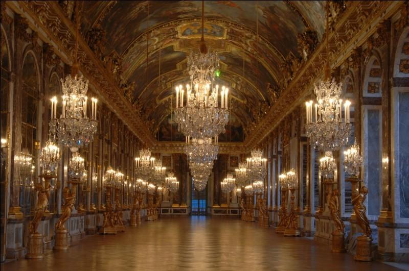En quelle année a débuté la construction du château de Versailles ?