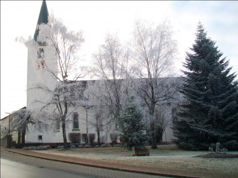 Un matin d'hiver se lève sur l'église du village d'Ühlingen-Birkendorf dans le sud du massif de la Forêt-Noire. Quel est ce pays ?