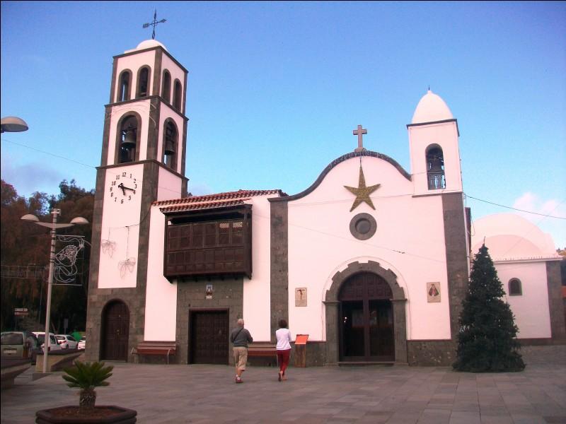Voici l'église de Santiago del Teide. Faites entrer votre cerveau en éruption pour identifier le pays. Où sommes-nous ?