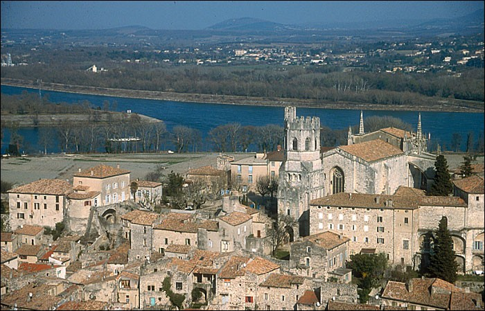 La ville de Viviers,riche en monuments médiévaux est située dans :