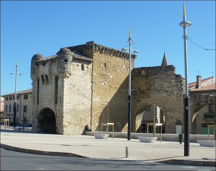 Dans quel département est située la petite ville de Monteux ?